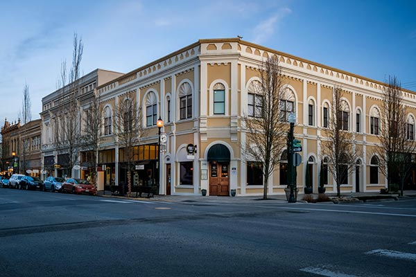 Explore Albany Oregon's historic district